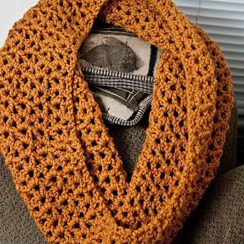 Make your own super bulky infinity scarf with this easy crochet stitch