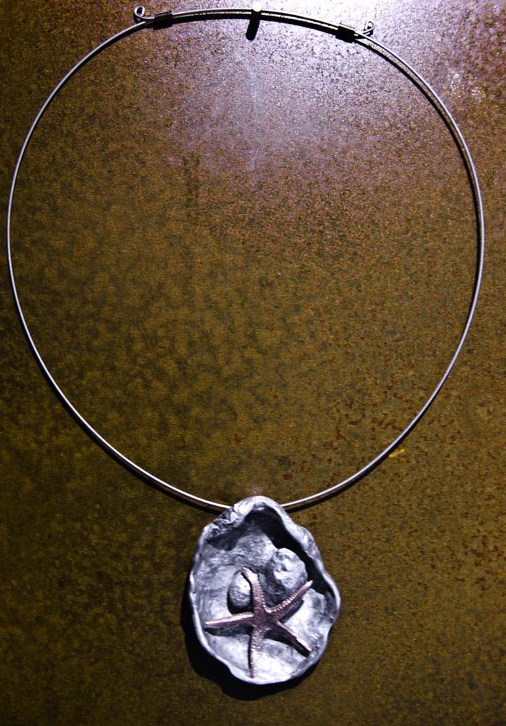 Colgante Evelina Martín Aluminio y bronce.