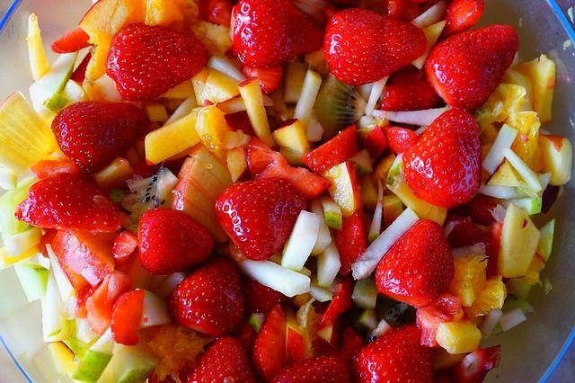 Przepis na sałatkę owocową orzeźwiającą