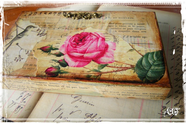 Altered Cigar Box -- anne bulles dorees