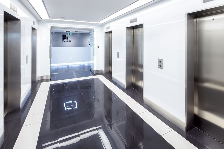 Hol windowy dla First Property / The lift lobby for First Property