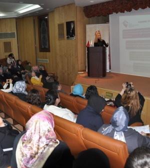 Aile ve Sosyal İşleri Bakanlığının kadına yönelik şiddete karşı çalışmaları sürüyor. Bu kapsamda şiddete uğrayan kadınların yapmaları gerekenlerle ilgili seminerler düzenleniyor. Bu seminerlerden biri de Mehmet Akif Ersoy Sanat Evi'nde düzenlendi. Psikolog Aylin Türkoğlu tarafından verilen seminerde,...      Kaynak: http://www.kartal24.com/2013/02/page/2/#ixzz2K82EXBiD
