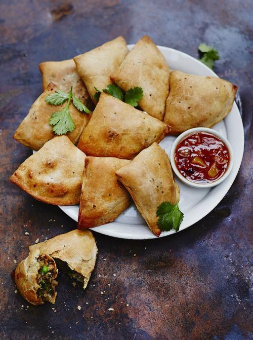 Samosas vegetariano cozido | Jamie Oliver | Alimentos | Jamie Oliver (Reino Unido) -   /    Baked veggie samosas | Jamie Oliver | Food | Jamie Oliver (UK)