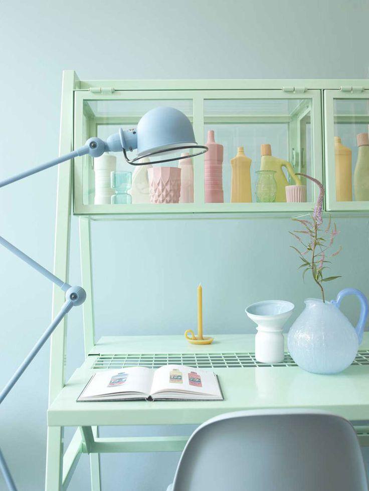 Pastel desk Read More at: homes-makeovers.blogspot.com