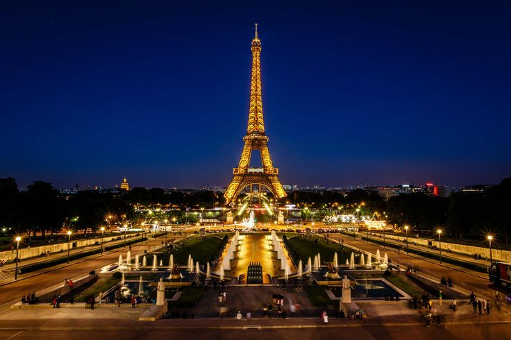 Parijs heeft per jaar ongeveer 28 miljoen toeristen, die de stad komen bekijken. Ze komen van overal ter wereld.