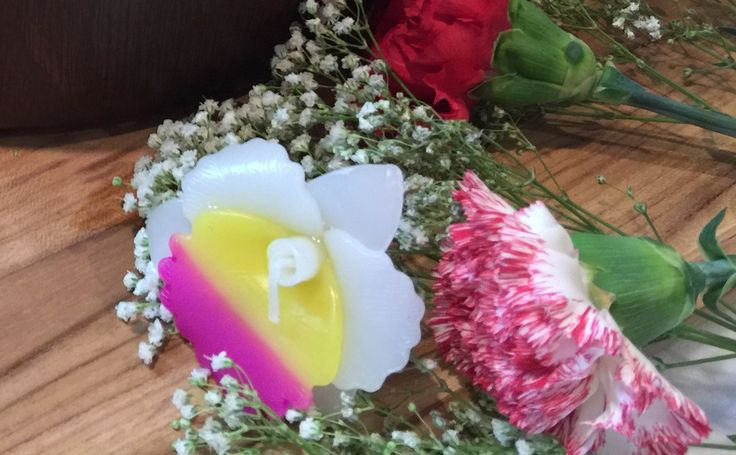 Floating candle centerpiece flower candles