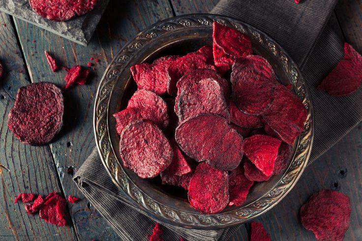 Pięć pomysłów na zdrowe i szybkie przekąski, które zastąpią tuczące i tłuste chipsy i tradycyjne krakersy. Poznaj przepisy.