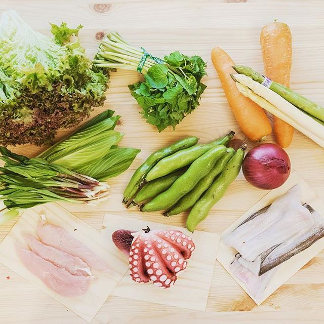 新鮮な野菜と肉と魚たち、見てるだけで心踊りますね!築地の食材を使って、今から何が出来るかな〜! レシピはこちらから↓ https://www.ajino-hyoshiro.co.jp/magazine/17927/ #味の兵四郎 #あごだし #兵四郎だし #築地 #築地市場 #レシピ #おつまみ #フリット #生春巻き #春巻き #レタス #わさび菜 #にんじん #アスパラ #うるい #にんにく #空豆 #紫玉ねぎ #あなご #たこ #ささみ #家呑み #魚 #肉 #野菜