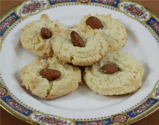 Almond Flower Cookies... crunchy and with a delicate almond flavor.
