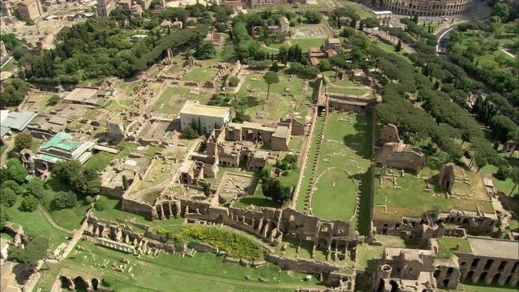 -Palatino- A lenda di que Rómulo elexiu o Palatino de entre os 7 outeiros para fundar a nova cidade. Os arqueólogos atoparon restos dun muro e dunha fosa na base do monte e de cabanas de pastores no cumio. Na República os romanos máis ricos e no Imperio os propios emperadores elixiron este sitio para vivir. Podemos distinguir as inmensas ruinas do palacio do emperador Domiciano; as súas partes: o stadium, a domus augustana, co seu gran peristylum, e a domus Flavia, coa súa fonte octogonal.