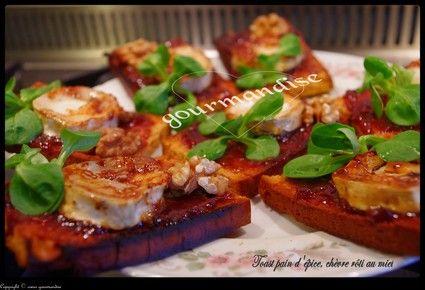 Toast pain d'épice et chèvre rôti au miel