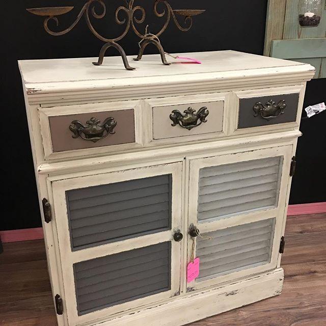 Ethan Allen chest redone in Dixie Belle paint! #heirloomsinbloom #kkscornermall #dixiebelle #paintedfurniture #upcycling #lubbockshopping #lubbocktx #upcycling #dixiebellepaint