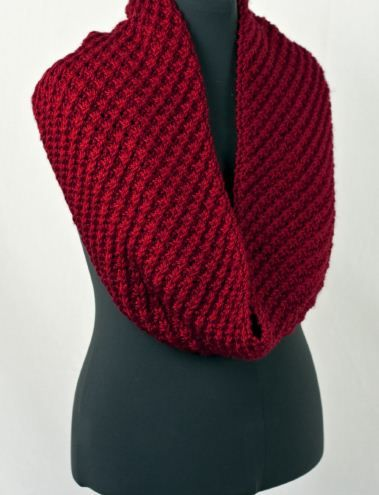 THIS IS IT ! i MUST LEARN TO KNIT !  Good site for yarn and patterns