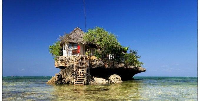 う、、、海の上に建物が!!!これが噂の「The Rock Restaurant」です!!