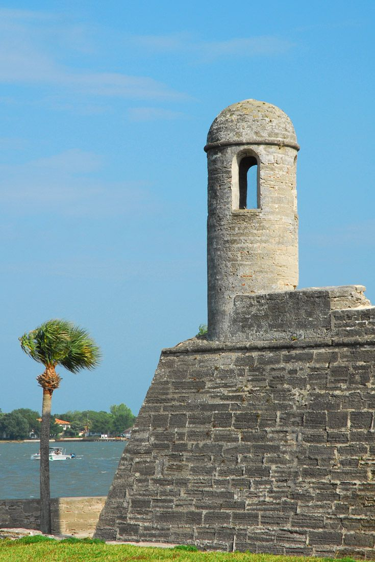 It's the perfect day for a picnic at St. Augustine's Castillo de San Marcos National Monument!