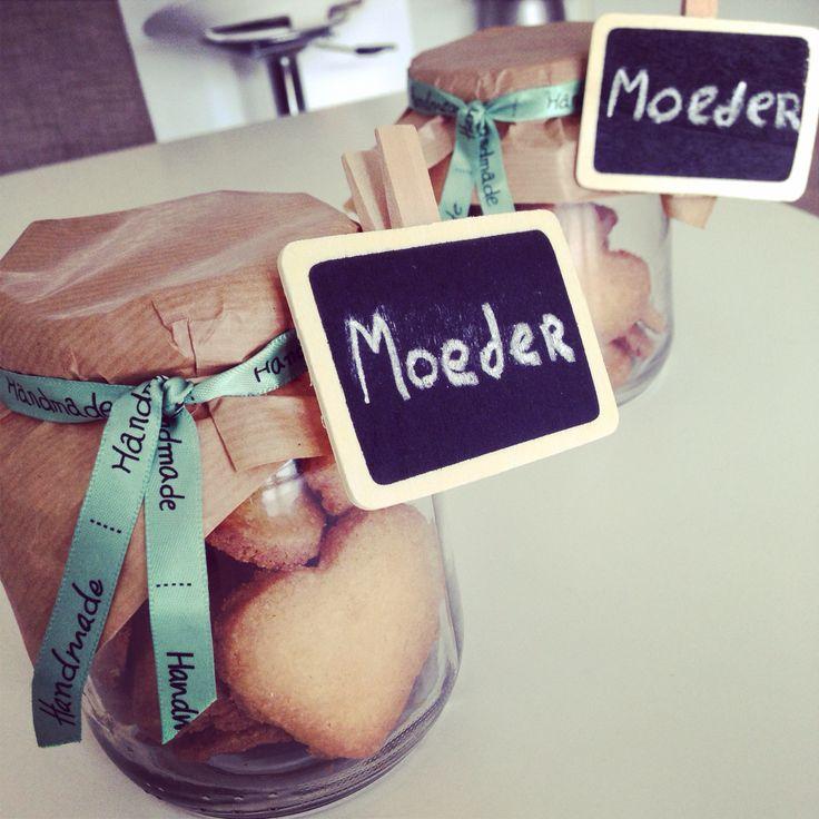 Home made cookies mother's Day / zelfgemaakte koekjes voor Moederdag.