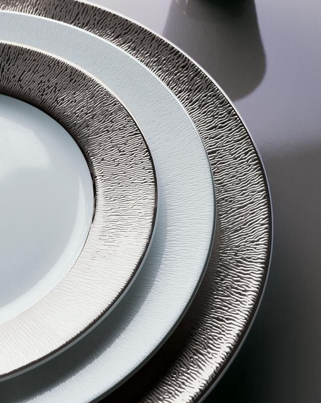 BERNARDAUD  Collection DUNE :  Inspired by distant deserts and drawn from timeless landscapes, Dune still bears the caress of the wind on the sand on its wide borders.  http://trend-on-line.com/brand/bernardaud/dune/