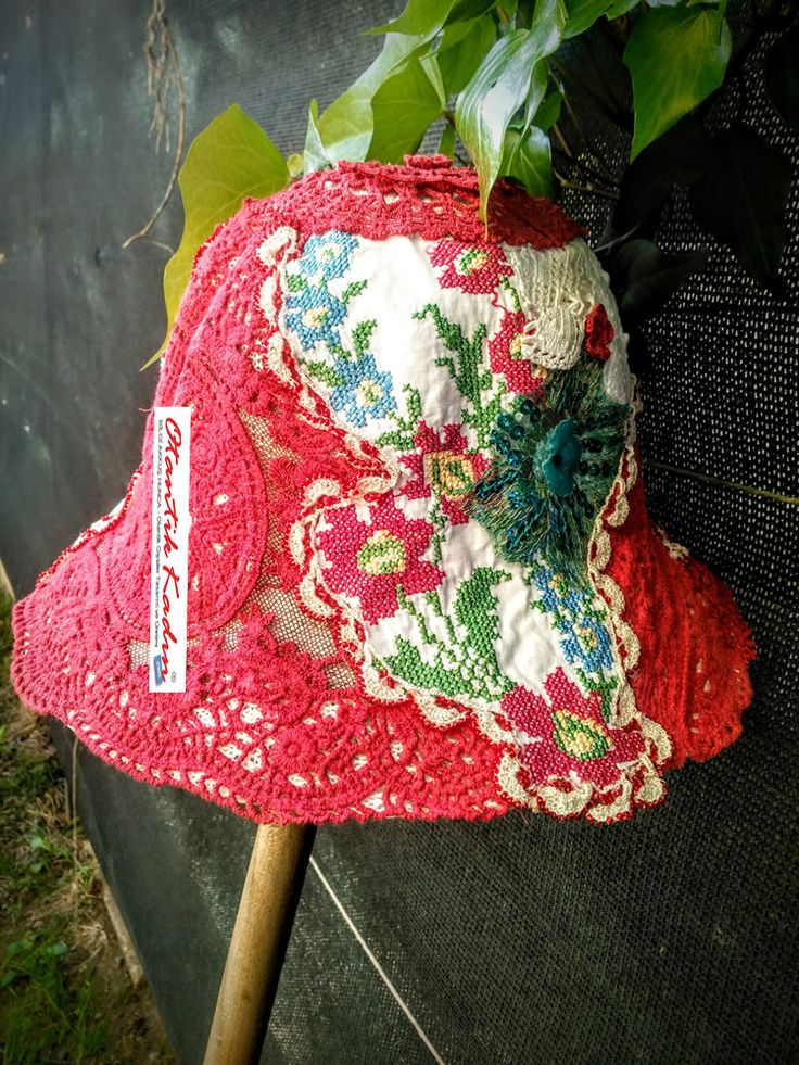Otantik Kanaviçe- Dantelli Kırmızı Şapka | Otantik Kadın, Otantik Giysiler, Elbiseler,Bohem giyim, Etnik Giysiler, Kıyafetler, Pançolar, kışlık Şalvarlar, Şalvarlar,Etekler, Çantalar,şapka,Takılar