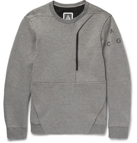 Nike's 'ACG' range takes into consideration the movement an athlete demands, as well as climate, comfort and style. This light-grey sweatshirt is crafted from the label's soft cotton-blend 'tech-fleece' and has a regular cut that offers unrestricted movement. The large front pocket has an incorporated media port and phone slot, demonstrating a practical and contemporary touch.