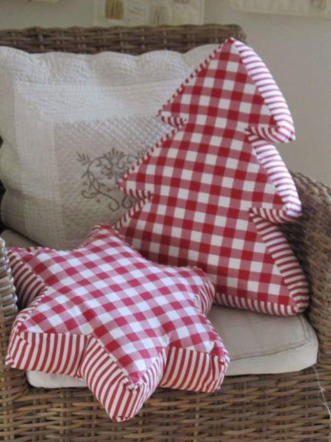 Navidad, cojines ideales para hacer con vichy en rojo o verdes!!.