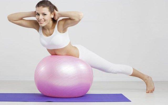 Γυμνάζεσαι πλήρως σε λιγότερο από 10 λεπτά. Βελτιώνεις την ισορροπία, ισχυροποιείς τη σπονδυλική στήλη, τονώνεις το μυϊκό σύστημα, επιταχύνεις την καύση θερμίδων, χάνεις περισσότερο λίπος.