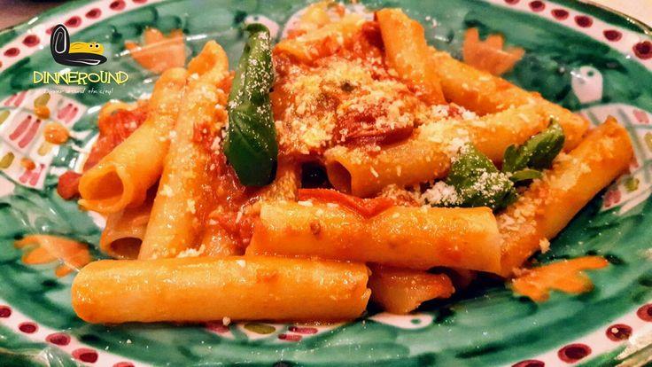 Sundays around Naples! Domeniche a Napoli! #dinneround #napoli #excursion #sightseeing #pasta #tomatoes #basil #picoftheday #foodtour #food_instalove #food_photography #love_food #viaje #comerbien #manger #sunday #trip #tourists #turista