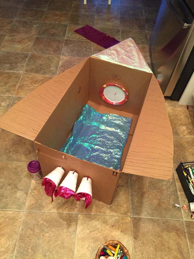 Rainy day (or just a cold winter day) kids activity with a box! Rocket ship inspired by Daniel Tiger. Cardboard Rocket, Cardboard Box Crafts, Cardboard Castle, Rocket Ship Craft, Diy Rocket, Preschool Rocket, Preschool Activities, Toddler Crafts, Toddler Activities
