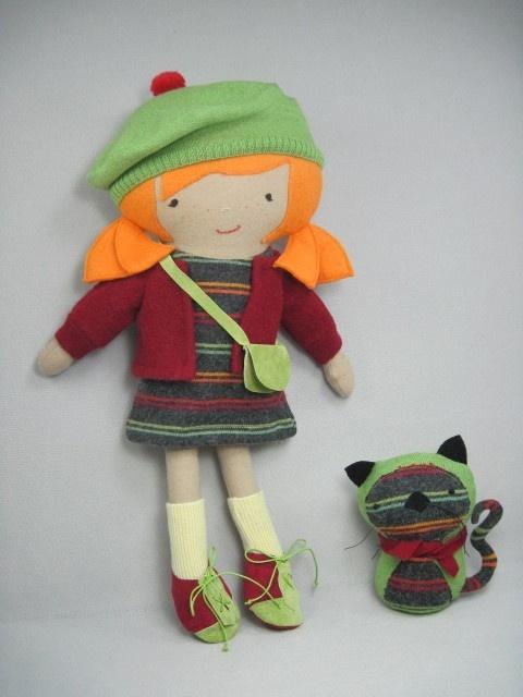 """Джони Кукла & Kitty: То немногое, что девушка не любит этого?  Ручная работа из многократно использовать шерстяные свитера и шерстяные ткани.  Кукла 19 """"высотой. $ 85."""