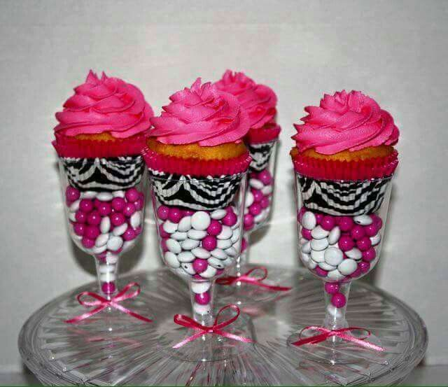Super cute way to serve cupcakes