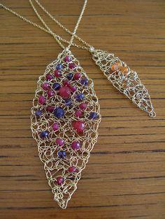 Malla punto hoja colgante collar de oro rubíes rojo púrpura amatista piedras preciosas Crochet alambre