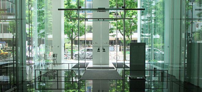 自動ドアの寺岡オート・ドアシステム株式会社の床埋め込み型スライドドア1