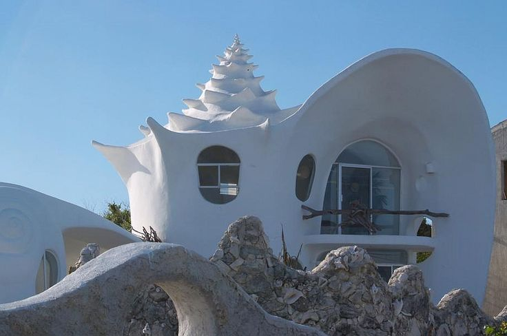 The Sea Shell House is a luxurious vacation rental home in Isla Mujeres in Mexico, with a 180-degree view of the ocean. Photo by Sarunas B