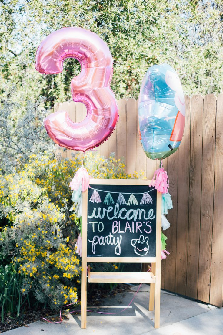 This chalkboard welcome sign can be adapted for any party! This just happens to be Peppa Pig.