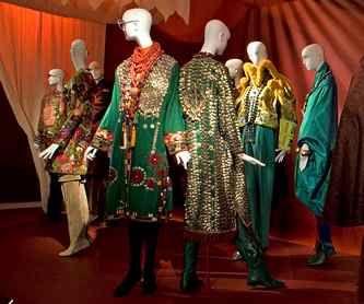 Rara Avis: rare bird of fashion, MET exhibition 2005