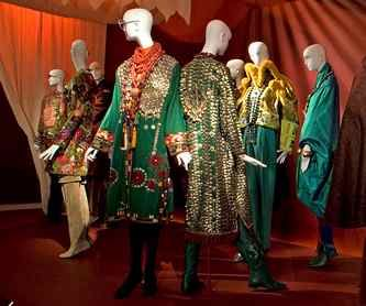 Rara Avis: rare bird of fashion, MET exhibition 2005