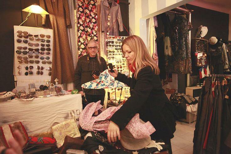 Monika Drápalová v butiku Bohemian Retro