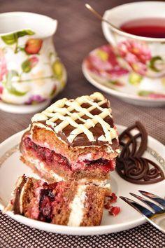 Шоколадный торт со сливочно-творожным кремом и прослойкой из вишневого желе