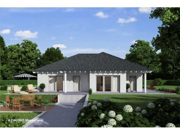 Chalet 122 - #Einfamilienhaus von Bau Braune Inh. Sven Lehner   HausXXL #Massivhaus #Bungalow #klassisch #Walmdach