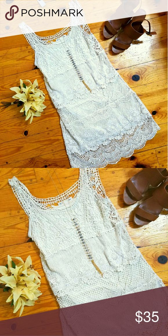 *FLASH SALE* American Eagle lace summer dress In great condition, loose fitting. Wear in the summer with wedges or in the fall with a jacket and boots!! American Eagle Outfitters Dresses Midi
