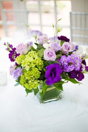 Pretty purple centerpieces! Photo: http://traviscurry.com