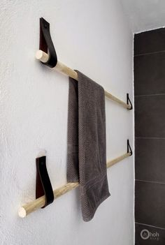 Really cool idea for a DIY towel holder upcycled belt | DIY Projects