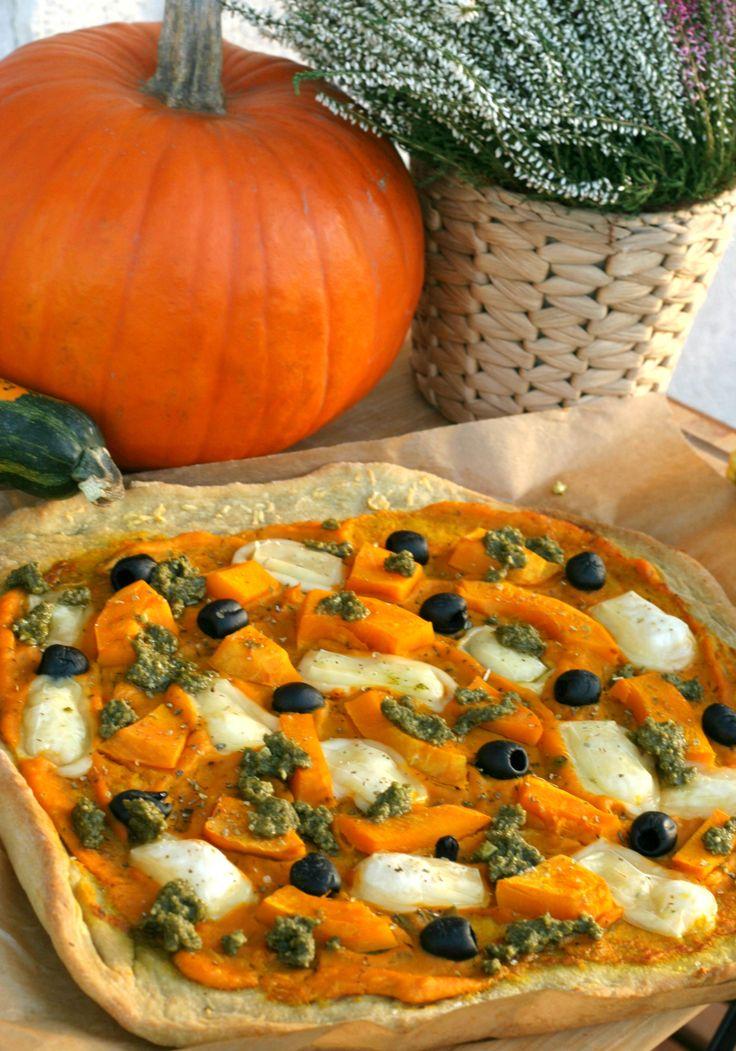 Kto sleduje môj blog, vie, že pizza je u nás doma varená, teda skôr pečená. Väčšinou je to klasika – veľa zeleniny a vegan syr. Ale keďže na nás číha jeseň a všetky jej plody z každej strany,…