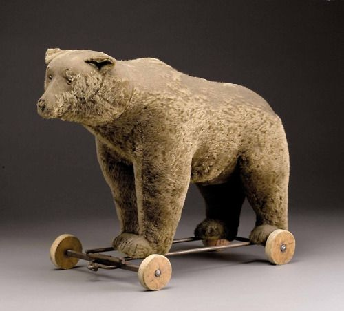 ce-sac-contient:    Bear by Steiff, 1930