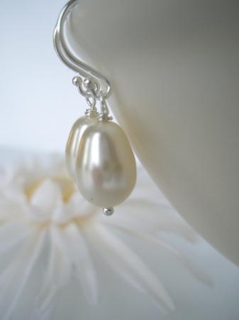 Perledråper til ørene - kremhvite Swarovski krystallperler og sølv