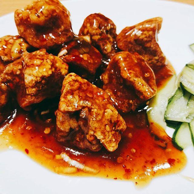 #おなかごしらえ  #名古屋 #名古屋駅 #名駅 #味仙 #酢豚 #肉 #豚肉 #豚活 #中華料理 #中国料理  #名古屋うまいもん通り #nagoya #nagoyastation #china #chinese 長駆して尾張から伊勢行。味仙は辛い#ラーメン が#名物 らしいが、あえての酢豚。#ニンニク の良く効いたたれはご飯に良く合う。豚肉はしっかり揚がり香ばしい。付け合わせの#きゅうり が爽やかだ。#美味い!!