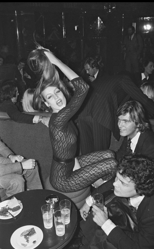 Jerry Hall partying in Paris _ Photo by Bertrand Rindoff Petroff, 1976.