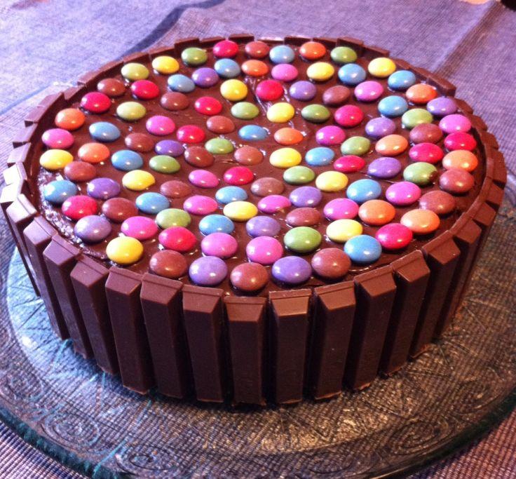 """Il nome """"Torta delle Feste"""" è veramente azzeccatissimo. E per la festa di compleanno della mia bimba più piccola quest'anno abbiamo deciso di prepararla. C"""