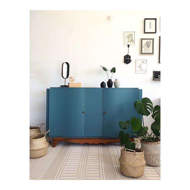 Jolies Courbes En Robe Bleu Cypres Ou Peut Etre Vert En Vente En Mp Dimensions L150 X P50 X H93 Cm Merci Hemisp Furniture Home Decor Decor