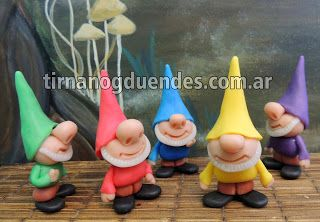 Pixie  Simpáticos duendecillos de colores. Barba. Gorro en punta. Nariz grande y redonda. Altura 8cm.  www.tirnanogduendes.com.ar