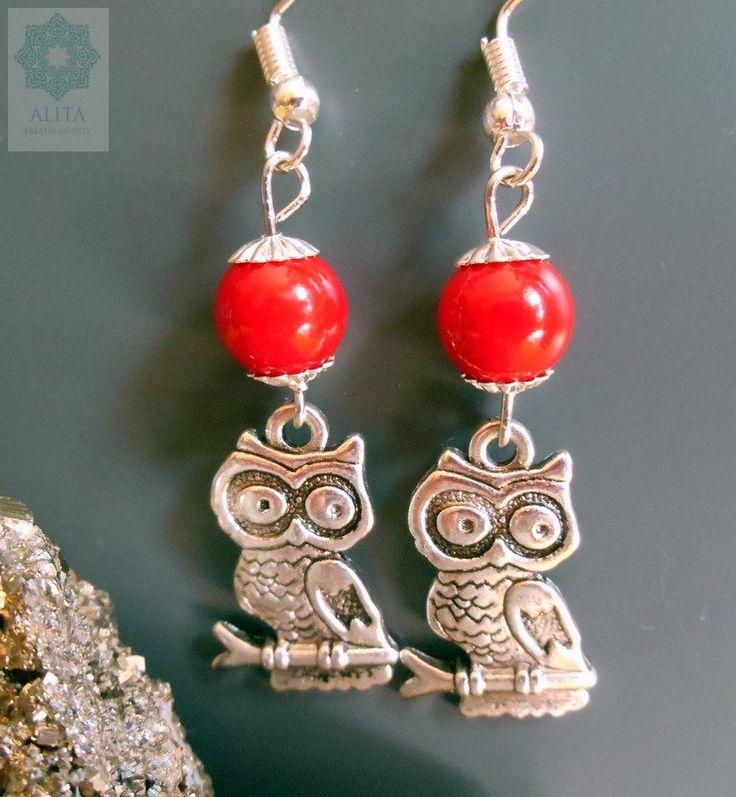 """Baglyos fülbevaló A bagoly, mint jelkép – a görög Pallas Athene istennő """"kedvence"""", a bölcsesség, egyúttal a női princípium, tehát a női bölcsesség jelképe is. Piros jadéval kiegészítve."""